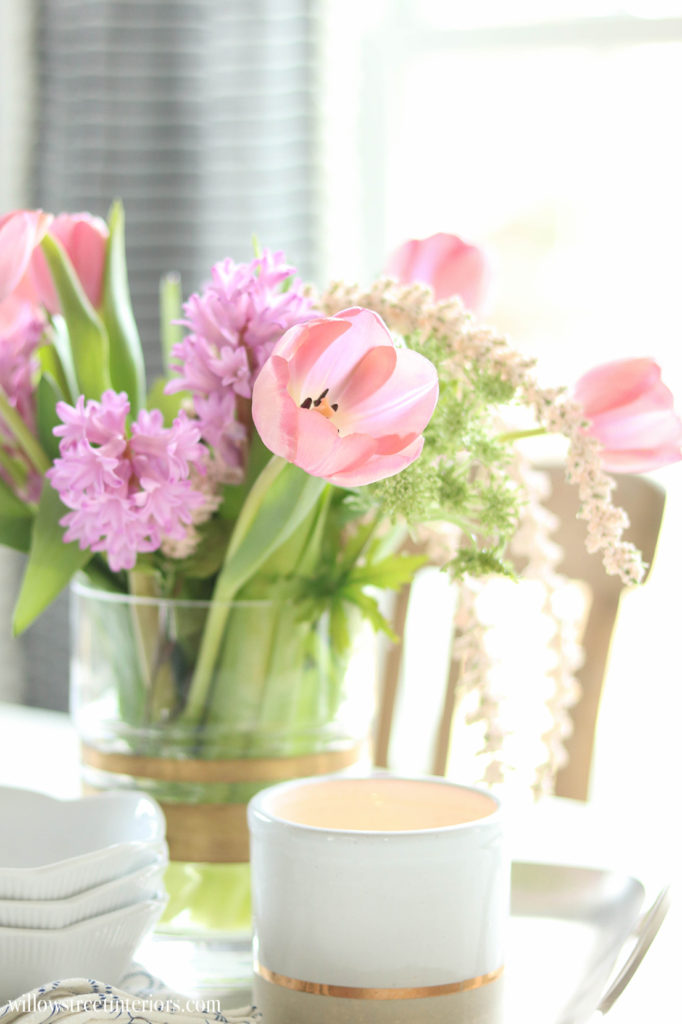 pretty spring flower centerpiece idea